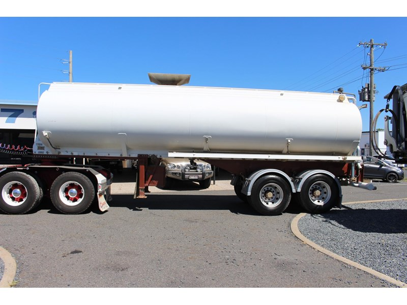 highgate tandem axle water tanker 433114 006