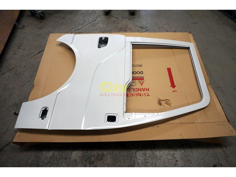genuine mitsubishi rosa drivers door 454641 001