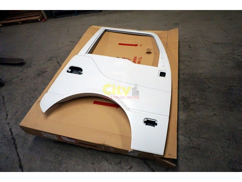 genuine mitsubishi rosa drivers door 454641 002