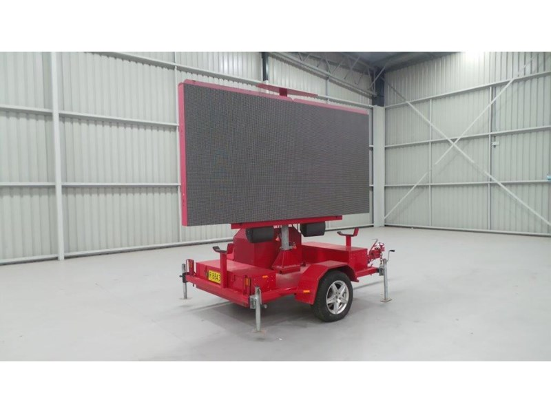 mak trailers variable message board 456100 001