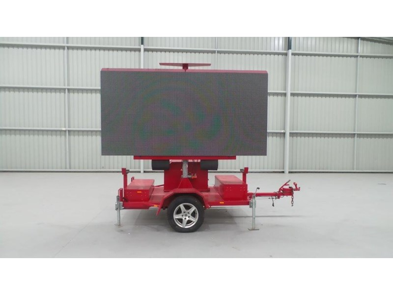 mak trailers variable message board 456100 002