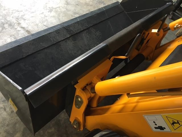 hysoon skid steer loader 700kg swl w/ air con 90988 008