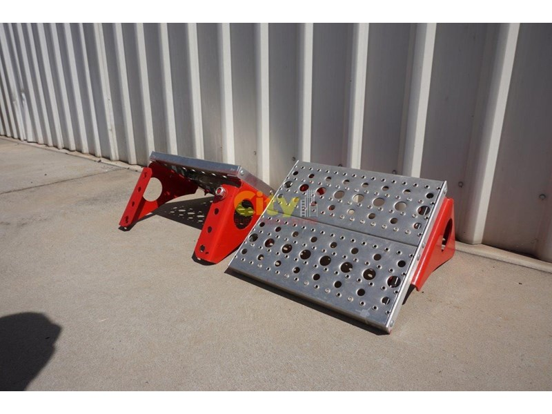 other chassis steps - excellent condition. 457797 007