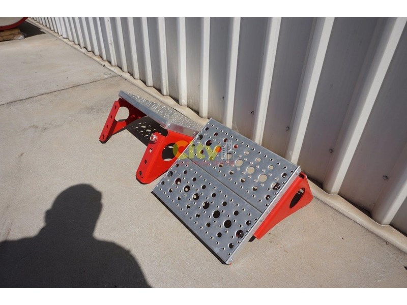 other chassis steps - excellent condition. 457797 008