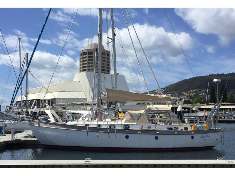 young sun 43 staysail cutter 459578 004