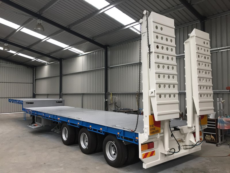bullet extendable machinery trailer 292113 005
