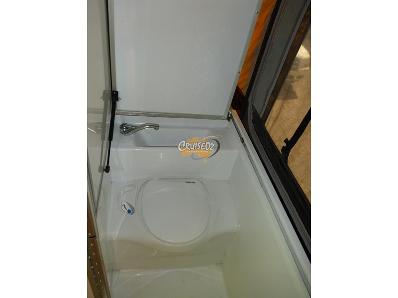 golf bush challenger 4 - shower/toilet - windup camper 460243 007