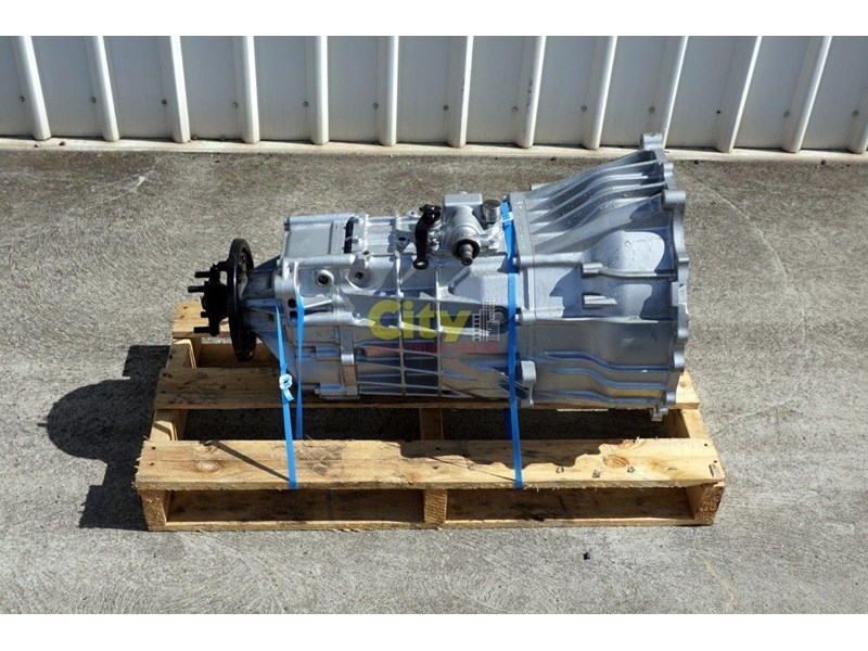 mitsubishi rosa reconditioned 6 speed manual gearbox 467932 001