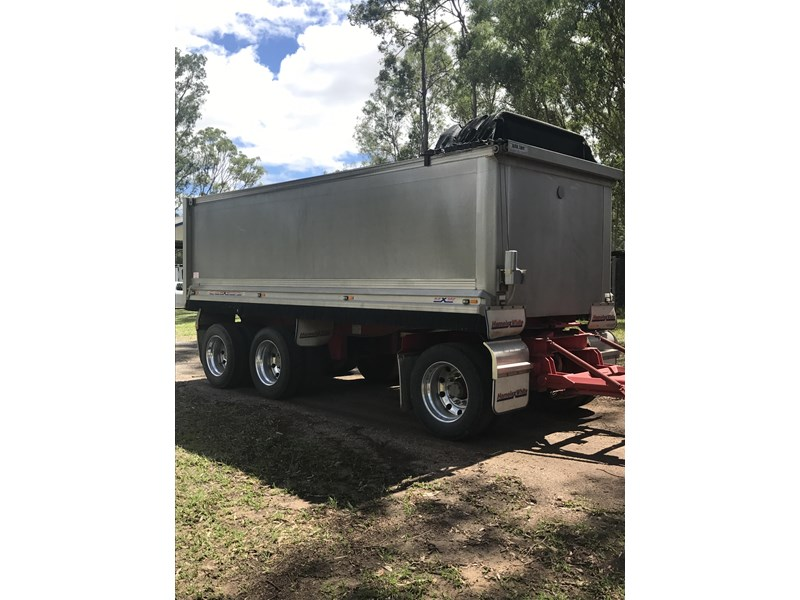 hamelex white tri axle dog trailer 470137 001