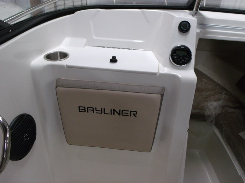 bayliner vr5 cuddy outboard 475101 006