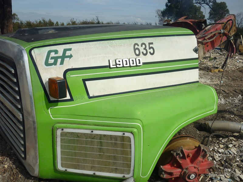 ford l9000 bonnet 447117 001