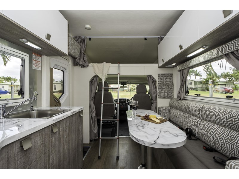 winnebago (apollo) airlie 480125 012