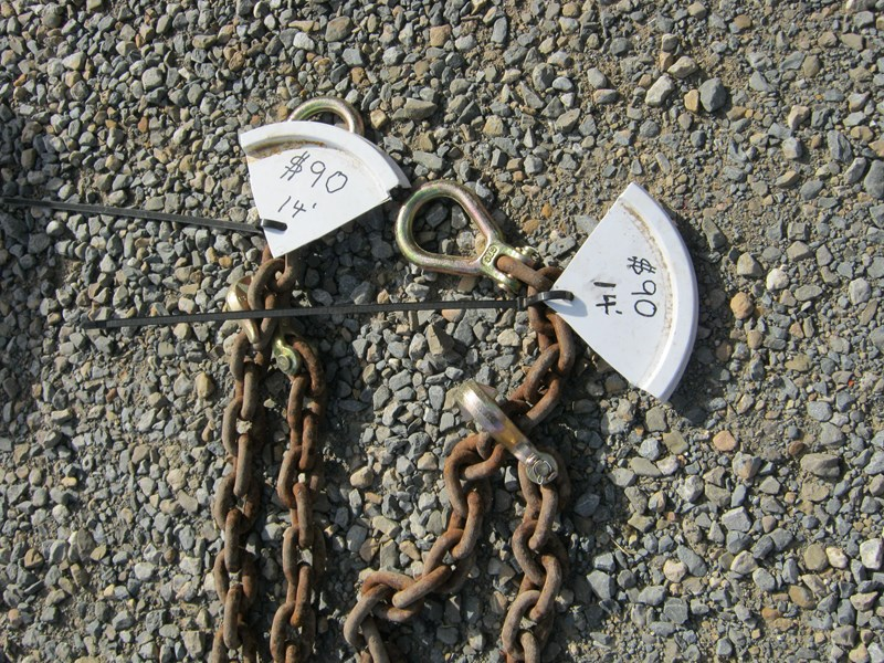 unknown tow chain 14' - 15' approximately with ends 492809 004