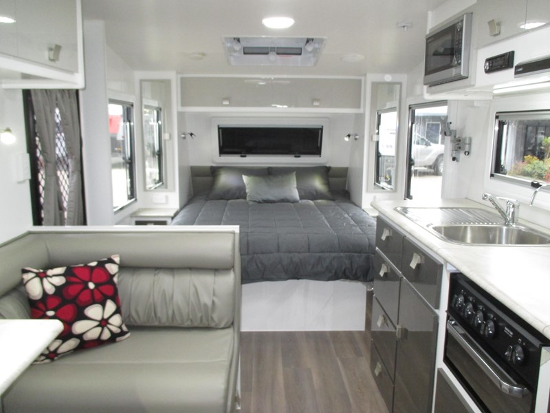 "montana unlimited 19'6"" tandem off road, ensuite 506188 006"