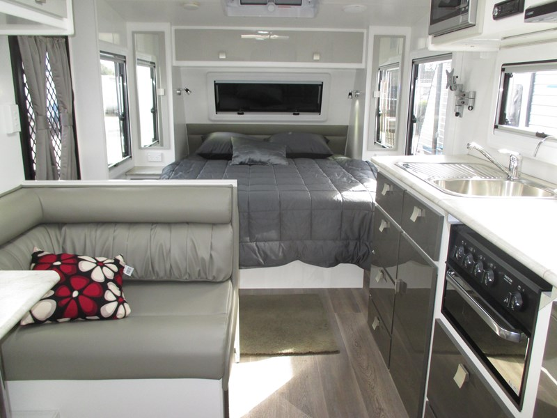 "montana unlimited 19'6"" tandem off road, ensuite 506188 025"