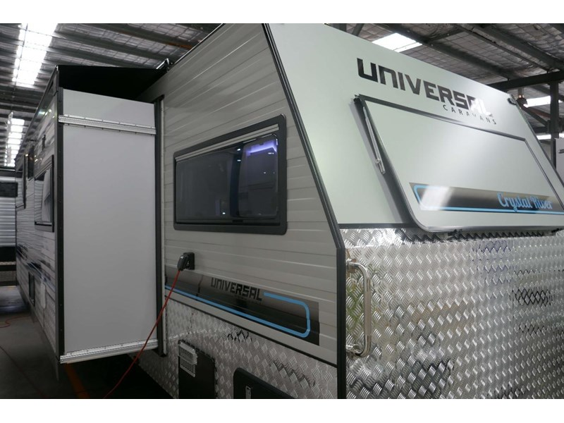 universal caravans crystal river slide out 514925 007