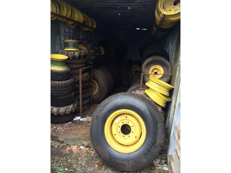large quantity of new tyres & wheels 359273 003