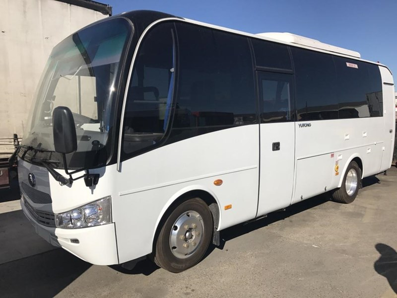 yutong 22 seat mini coach 494759 002