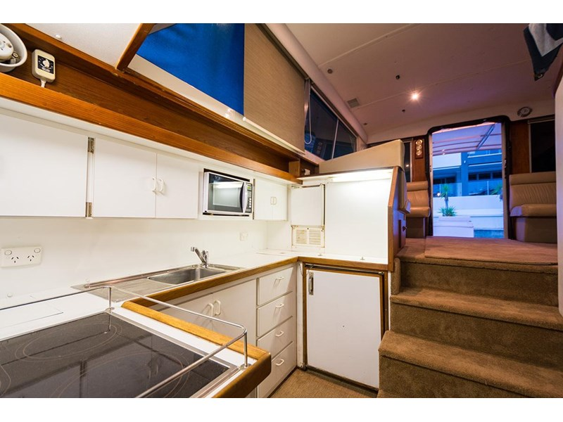 bertram 45' flybridge 523932 012