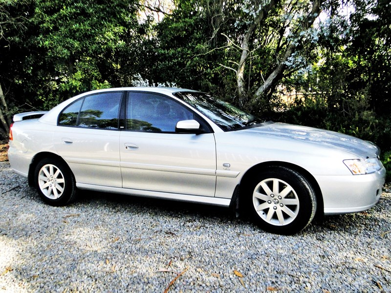 holden commodore 540430 001