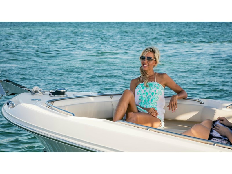 boston whaler 250 outrage 294253 026