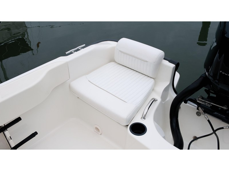 boston whaler 190 outrage 294225 009