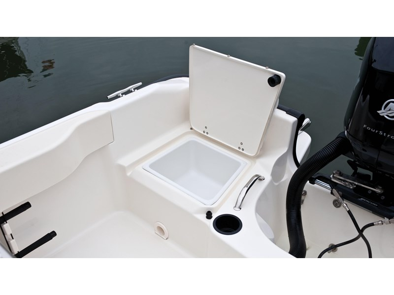 boston whaler 190 outrage 294225 010
