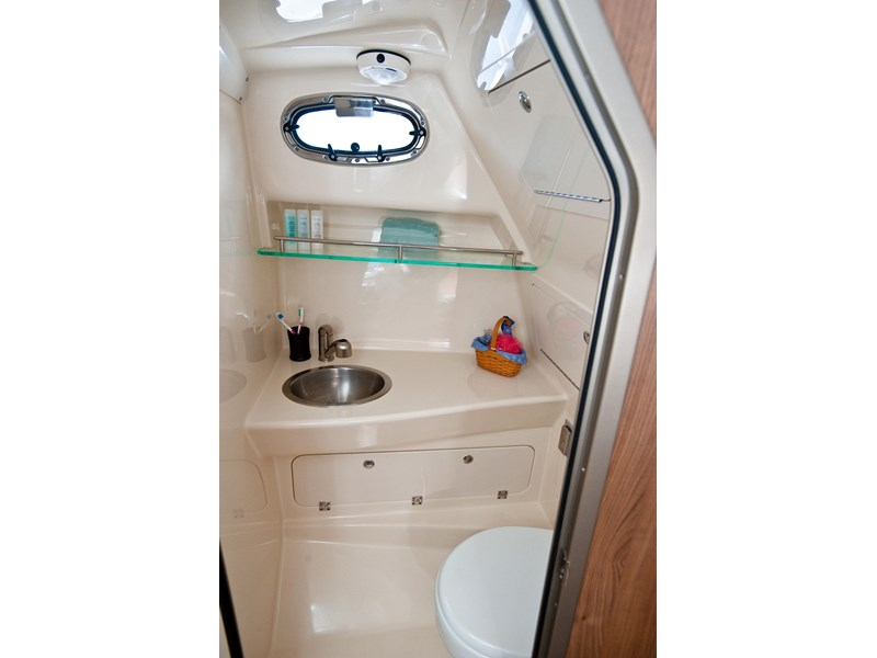 boston whaler 285 conquest pilothouse 294257 031