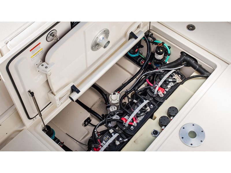 boston whaler 285 conquest pilothouse 294257 010