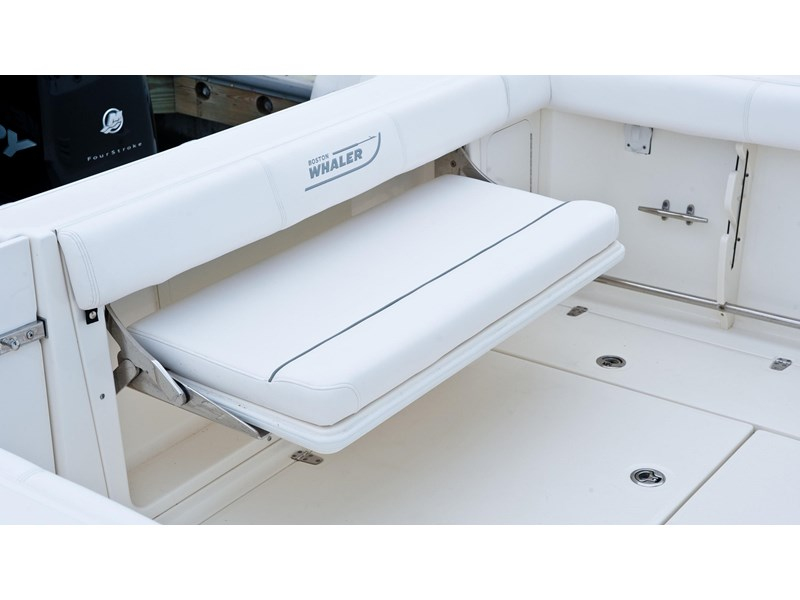 boston whaler 285 conquest pilothouse 294257 008