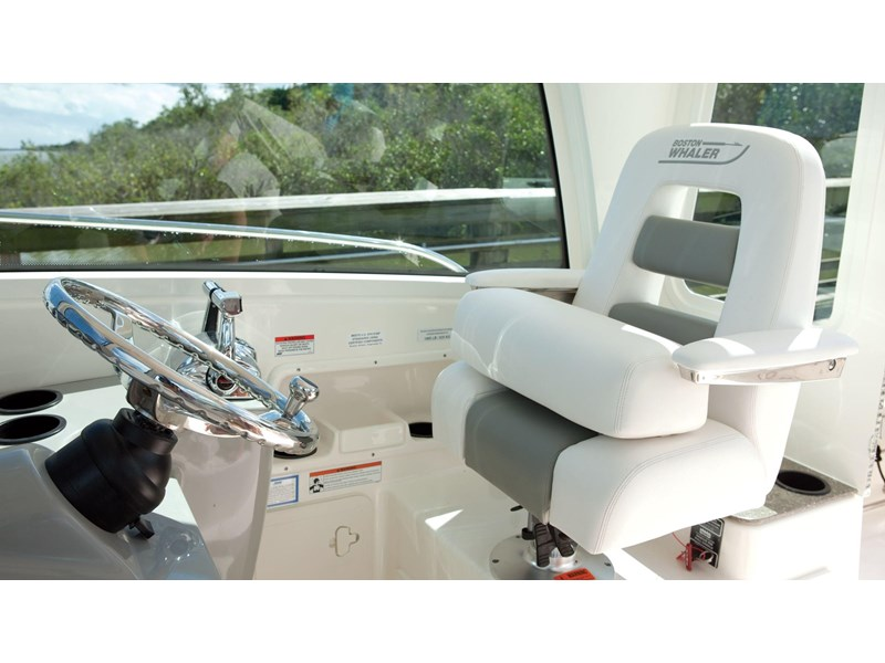 boston whaler 285 conquest pilothouse 294257 022