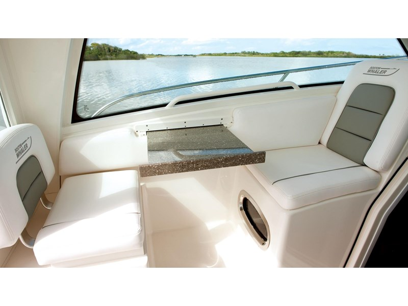 boston whaler 285 conquest pilothouse 294257 018