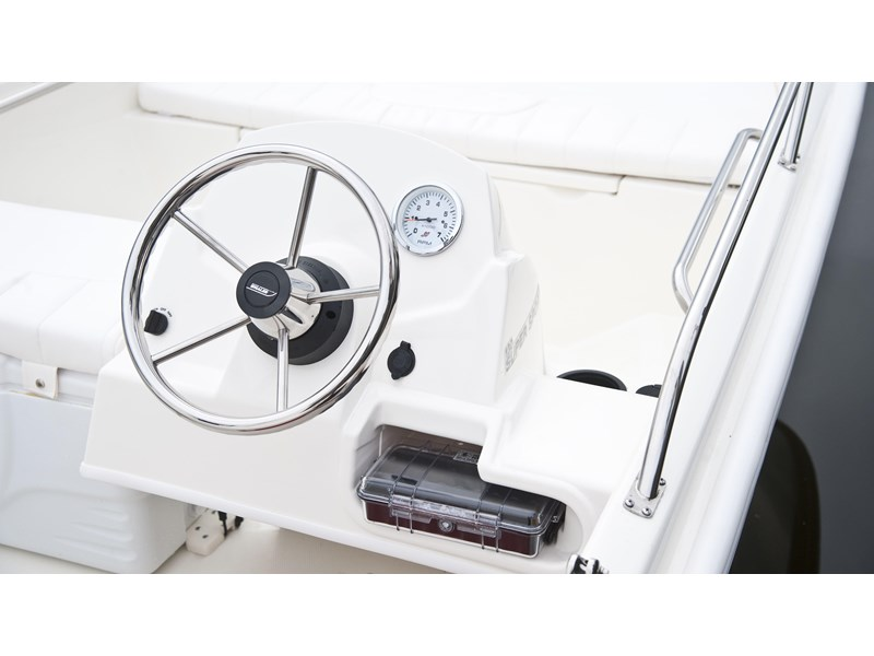 boston whaler 130 super sport 294228 010