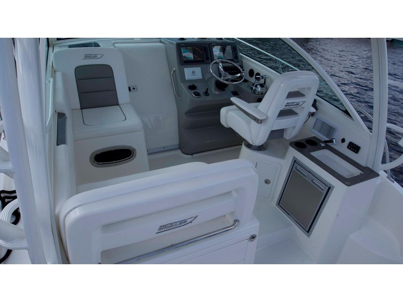 boston whaler 315 conquest 245300 012