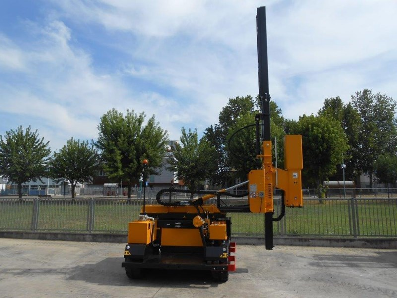 ORTECO hydraulic guardrail post pile driver