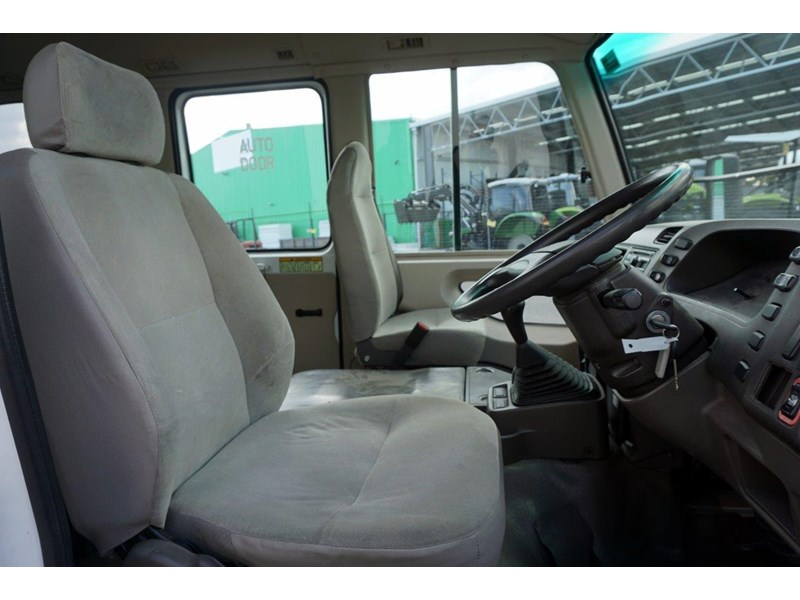 mitsubishi rosa deluxe 25 seat - wreck 555019 010
