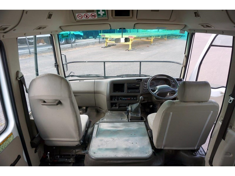 mitsubishi rosa deluxe 25 seat - wreck 555019 015
