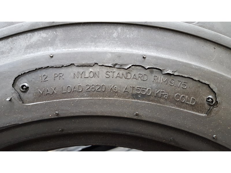 bobcat tyres 10- 16.5 12 ply 334132 002