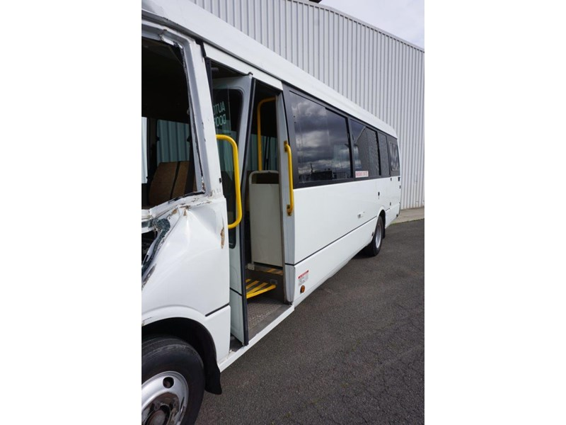 mitsubishi rosa 25 seat with wheelchair lift 555028 009
