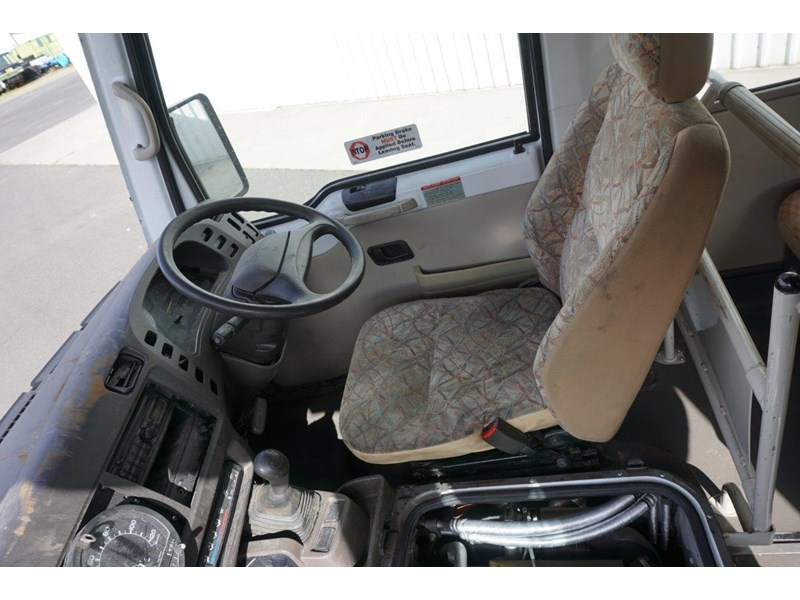 mitsubishi rosa 25 seat with wheelchair lift 555028 021