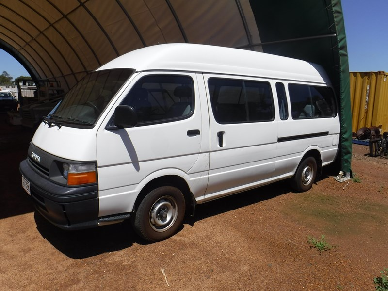toyota hiace commuter 120 bus 506534 001