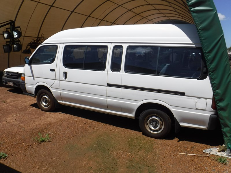 toyota hiace commuter 120 bus 506534 007