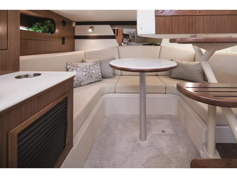 cruiser yachts 35 express sports cruiser 560738 004