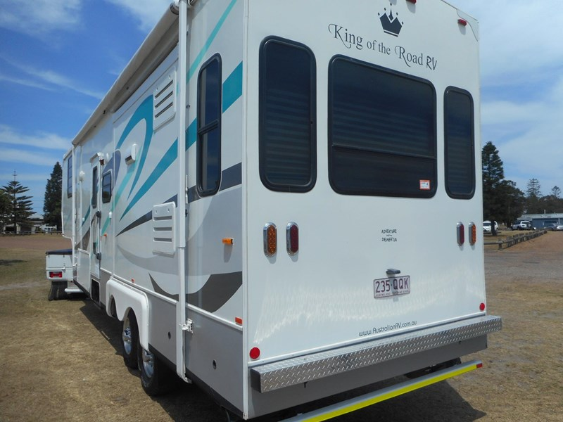 king of the road fifth wheeler 565390 009