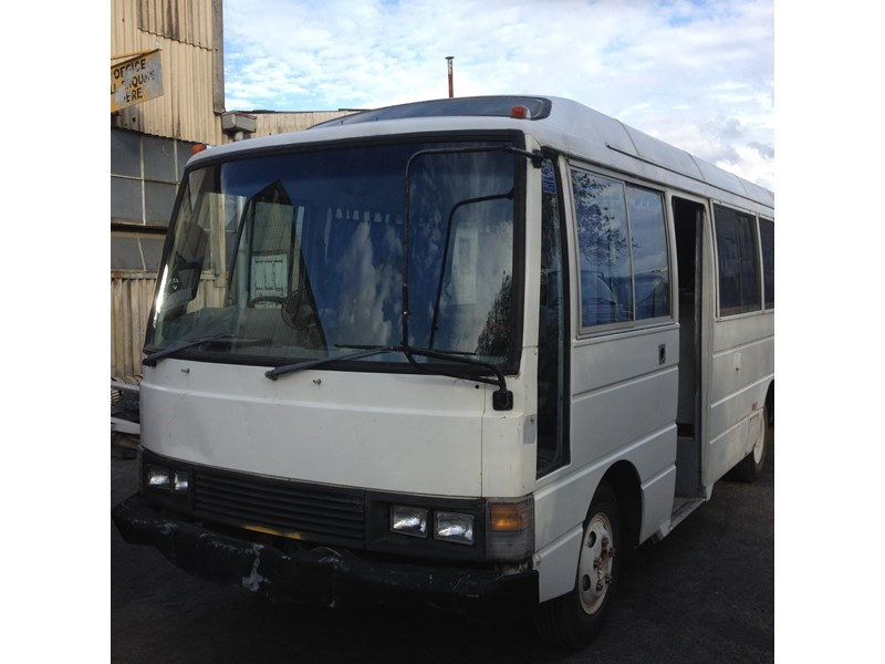 nissan civilian bus 566784 002
