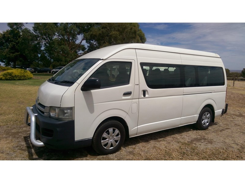 toyota hiace commuter bus 569331 002