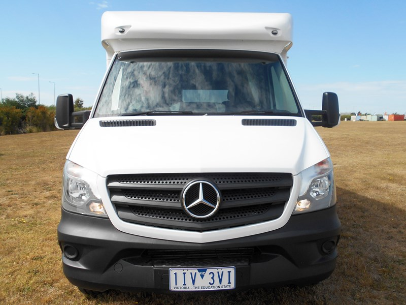 mercedes-benz 4 berth discovery 477869 007