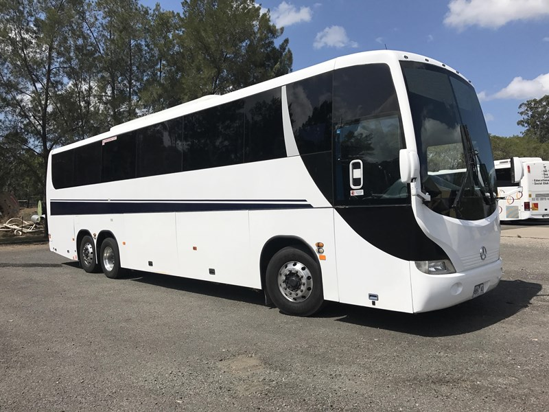 mercedes-benz 0500rf/3 tag axle coach, 2005 model 573422 002