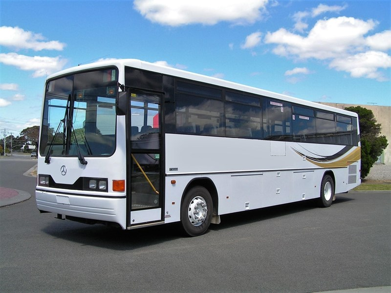 mercedes-benz 1421 custom coach 575971 001