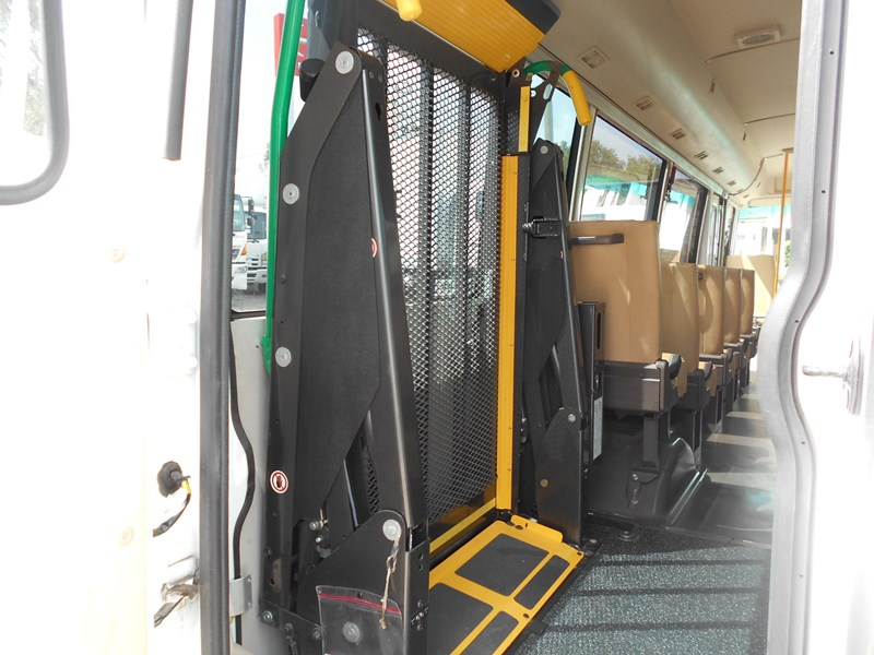 mitsubishi fuso rosa bus auto/ 21 seat rosa bus with wheelchair 579661 010